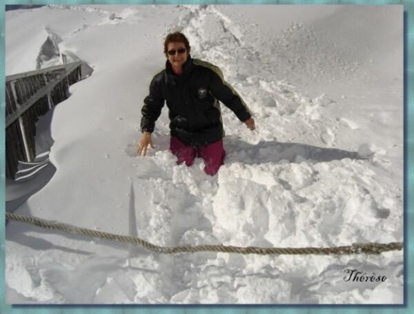 090 Brévent 2500m Thérèse fait la folle dans la neige