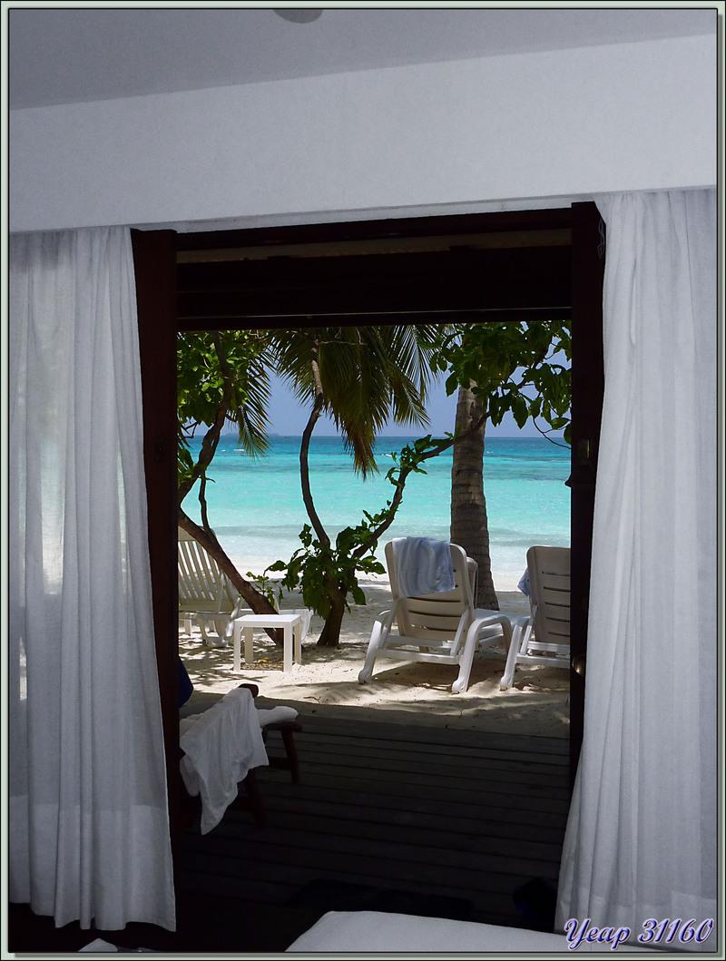 Notre bungalow pieds dans l'eau et tête dans les palmiers - Athuruga - Atoll d'Ari - Maldives