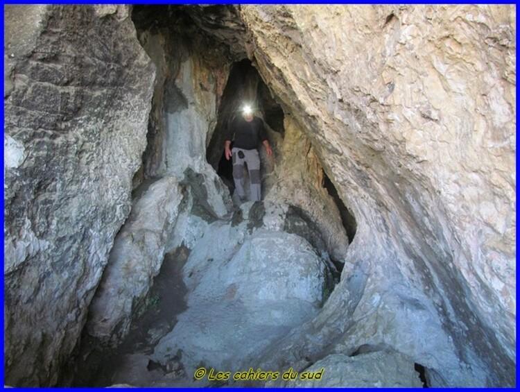 Calanques, les grottes du rocher Saint Michel