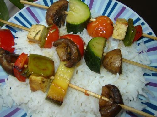 Brochettes et riz basmati épicé