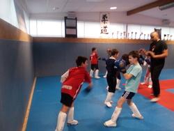 une belle découverte sportive  pour les CM1 : le kick boxing