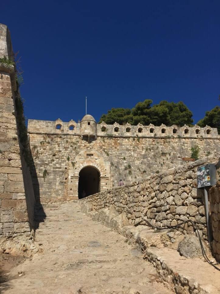 Forteresse et chapelle en Crète.