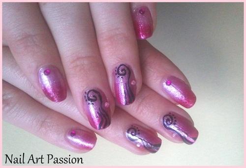 nail art abstrait et dégradé de roses