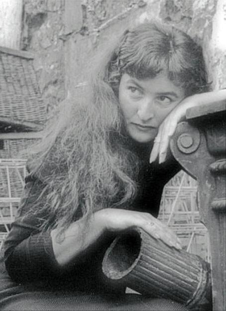 Joyce-Mansour-photographiee-par-Gilles-Ehrmann--detail-.jpg