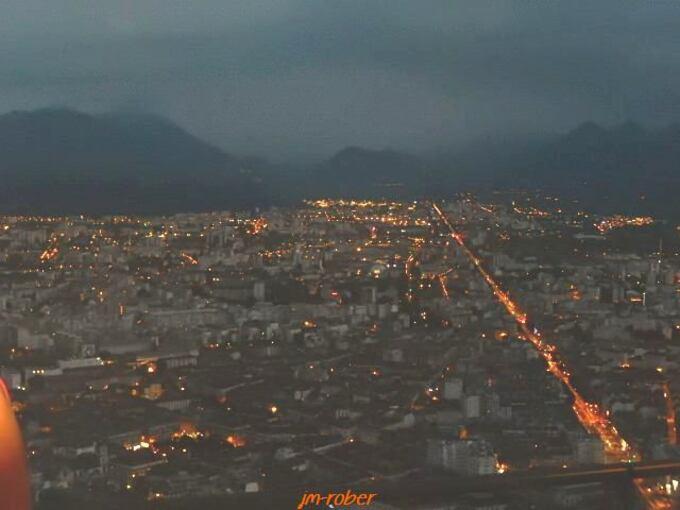 Isère: Grenoble , ville féerique la nuit vue du fort de la Bastille 3/3
