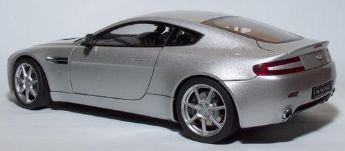 V8 Vantage Auto Art