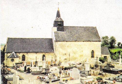 Une église construite en deux parties et rénovée au XVIIe siècle