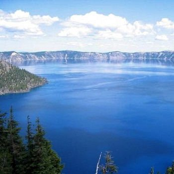 le crater lake, au sommet du volcan mazama.