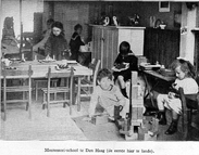 https://upload.wikimedia.org/wikipedia/commons/e/e7/Montessori-school007.jpg