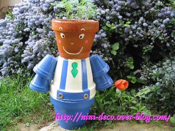 Personnage en pot de fleur 28 images quot personnages for Bonhomme carrelage