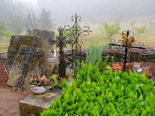 Chapelle Ste Madeleine cimetière croix 2