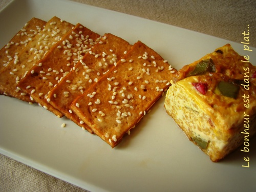 Carpaccio de Tofu mariné au thé fumé et petit flan de boulgour aux deux poivrons.