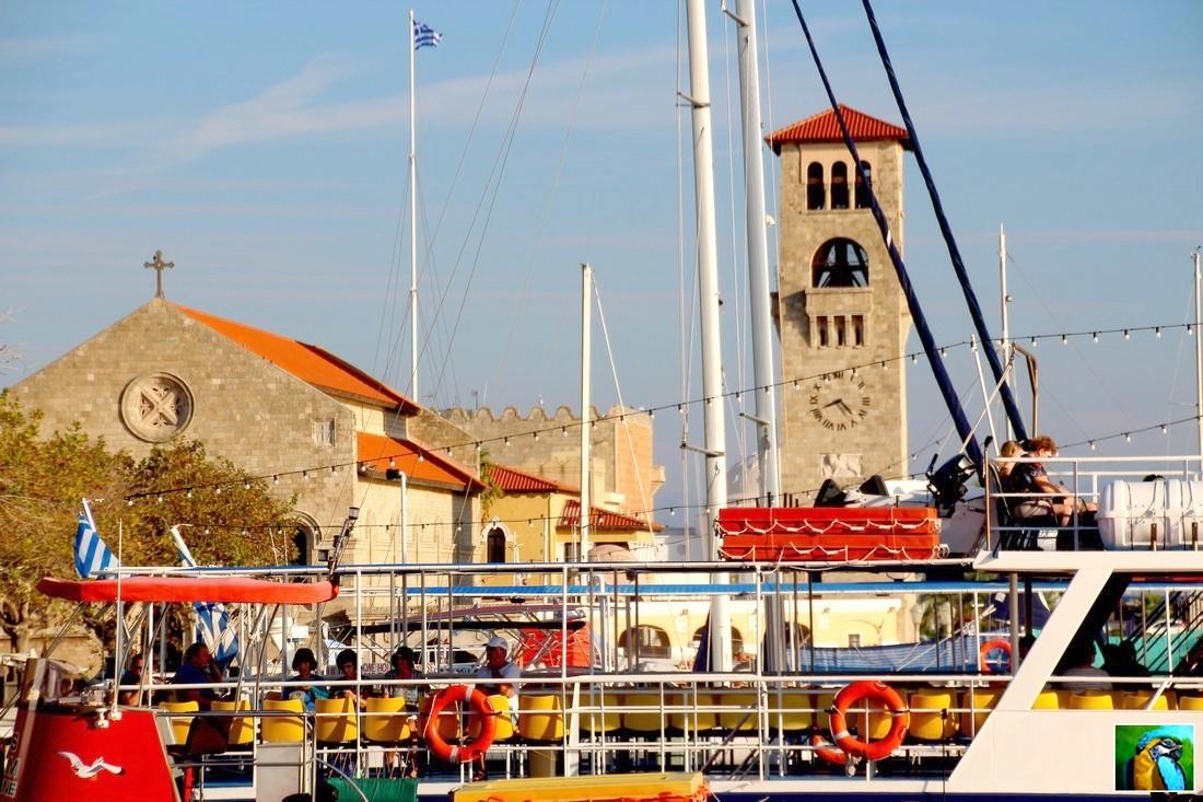 RHODES : Octobre 2018 : Visite pour Symi, attente sur le port.