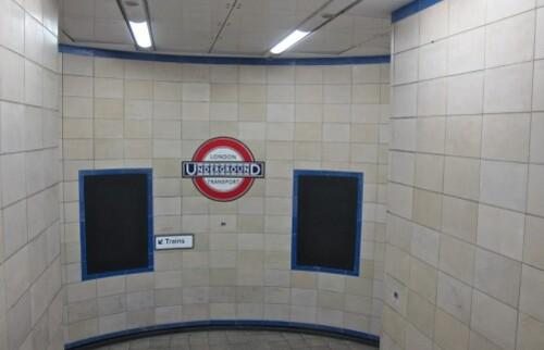 Londres métro affiche noire vide 8