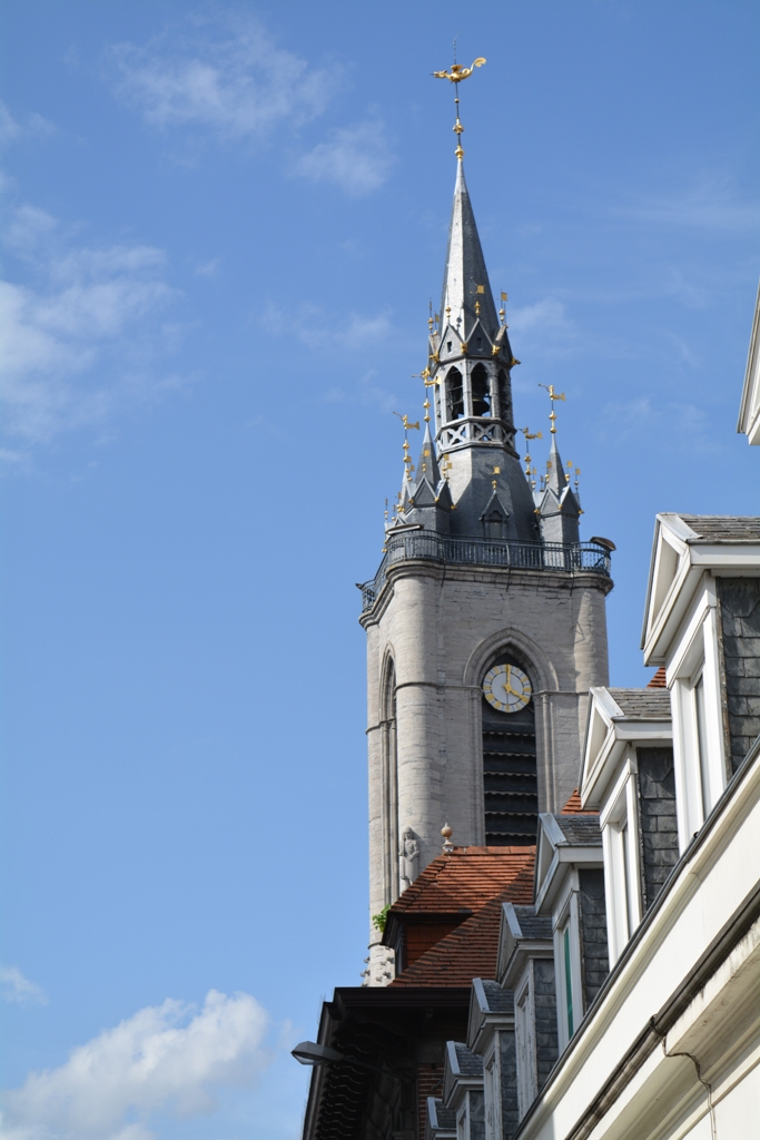 TOURNAI, son Beffroi et sa Grand Place.