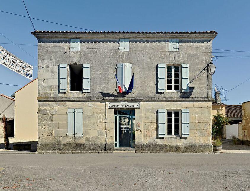 Saint-Simon 16 Mairie-maison des gabarriers 2013.jpg