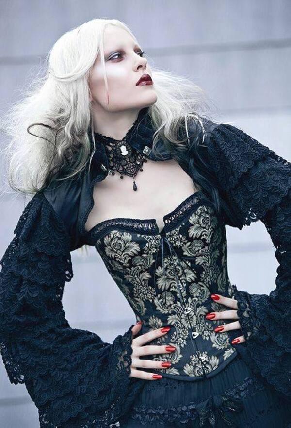 Vêtements gothiques en dentelle, velours & satin