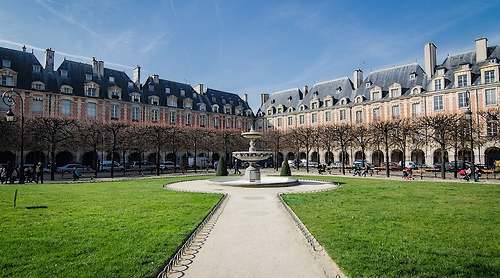 Les soeurs jumelles: place Ducale et place des Vosges