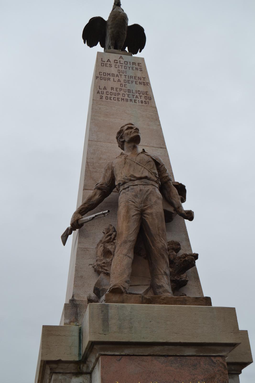 """""""A la gloire des citoyens qui combattirent pour la défense de la République au coup d'état du 2 Décembre 1851."""