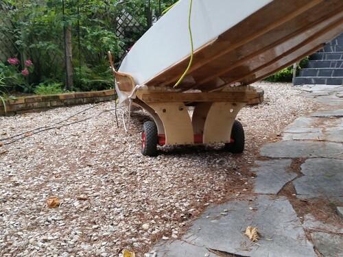 7/  Le chariot de transport et mise a la voile