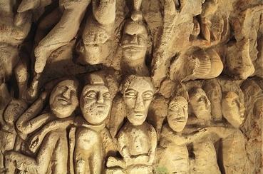 La caverne aux 400 visages
