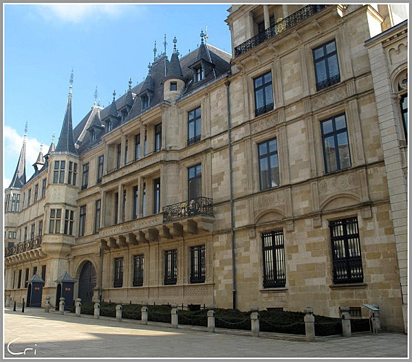 LUXEMBOURG-VILLE 3370 1272