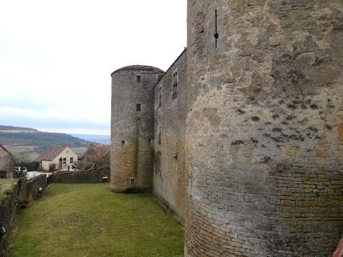 Le château de Châteauneuf en Auxois
