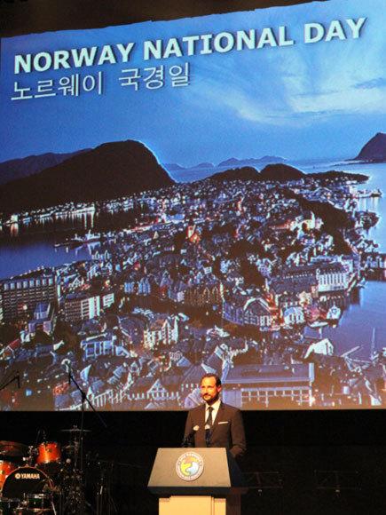Haakon en Corée