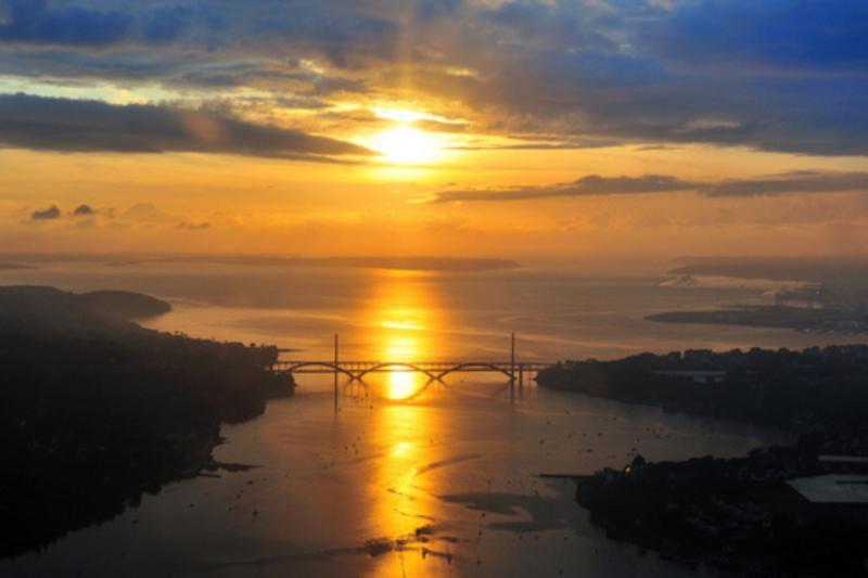 rade de Brest soleil couchant l'Elorn les ponts la mer
