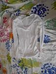 T-shirt blanc à manches longues (à mettre en dessous du pull)