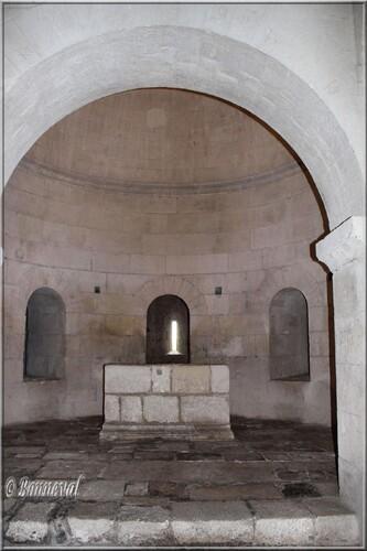 Abbaye de Montamjour Abbatiale Notre-Dame rotonde de la crypte