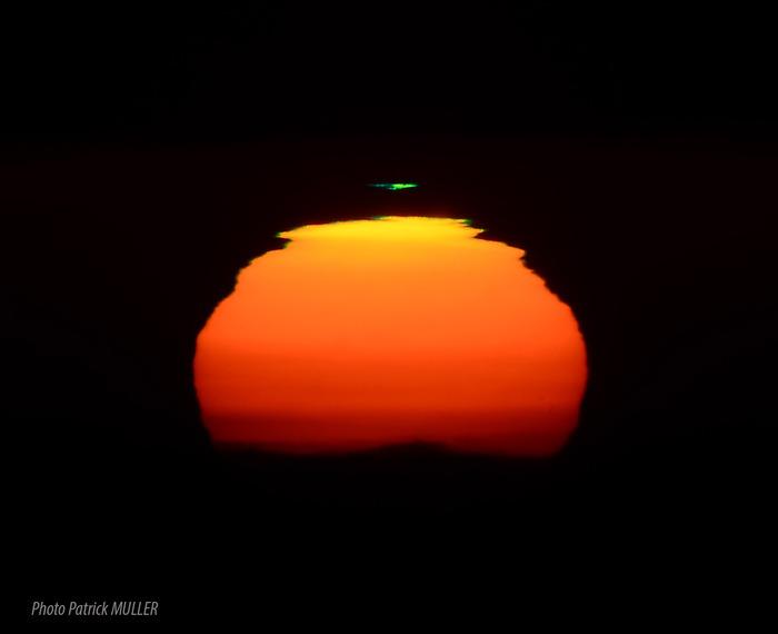 12 Rayons verts pour 1 coucher de Soleil