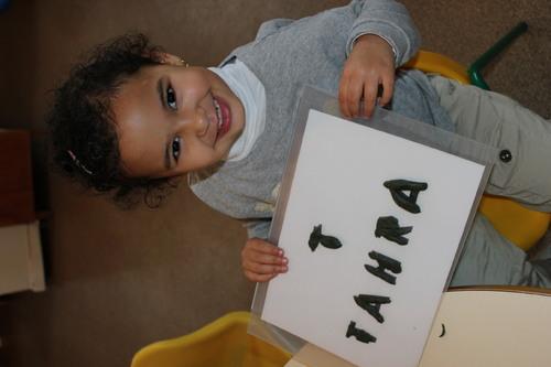Les petits travaillent fort pour bientôt écrire leur prénom