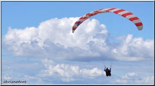 Parapente au dessus du lac d'Annecy ( Haute-Savoie - 74 )
