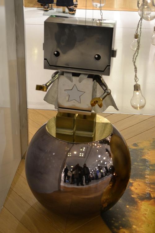 Les vitrines de Noël 2015 des Galeries Lafayette : Léon, le petit robot