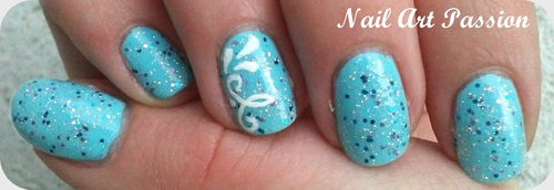 Nail art arabesques paillettées (+ swatch) !