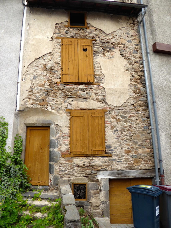 BlesleBlesle est une commune française située dans le département de la Haute-Loire en région d'Auvergne-Rhône-Alpes. Elle est classée parmi les plus beaux villages de France. Ses habitants sont les B