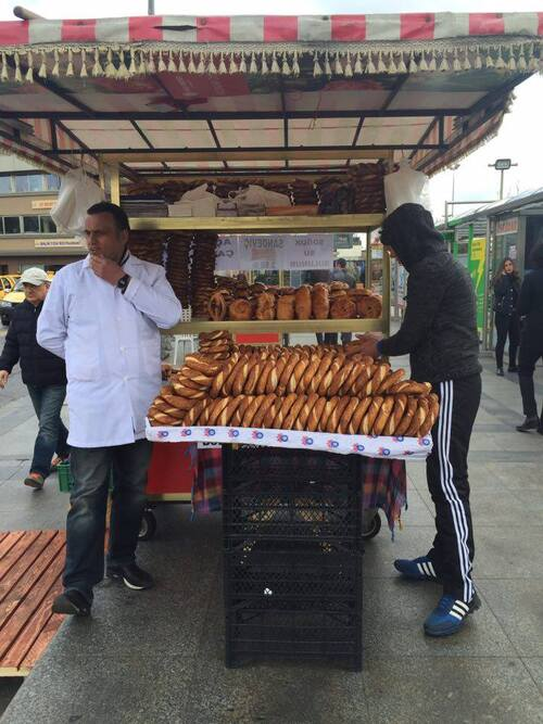 Le pain turc s'appelle simit (on prononce le t)