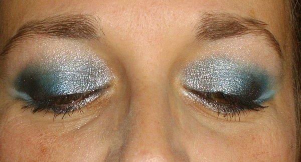 pot-a-crayons---maquillage-bleu---nail-automne-046.JPG