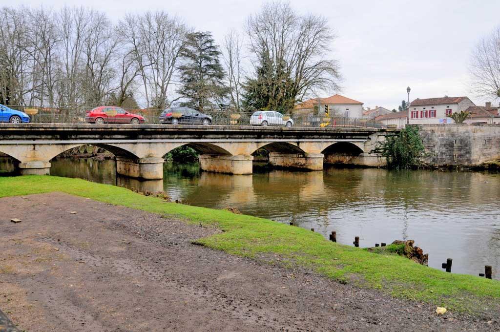 Brantôme - Dordogne (10 ) - La petite Venise du Périgord - Un des plus beaux villages de France