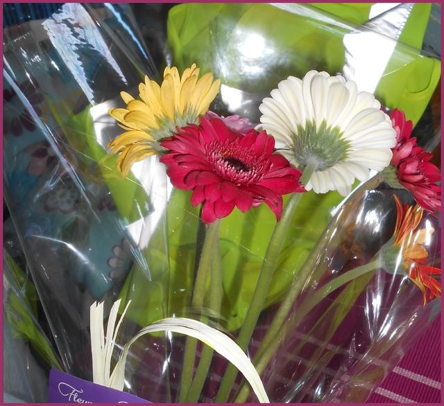 Blog de mimipalitaf : mimimickeydumont : mes mandalas au compas, Merci à Clémence et Honorine et merci à Gabin, bonnes vacances à vous tous,