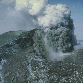 le 18 mai 1980, le volcan dumont saint hellens se réveille et cause de nombreux