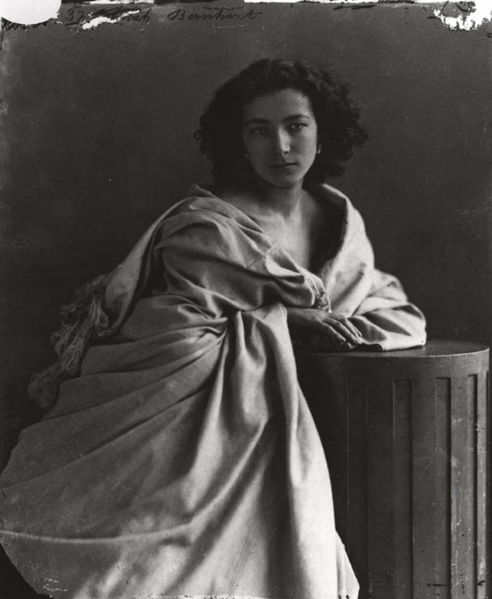 Sarah-Bernhardt-1865-par-Nadar.jpg