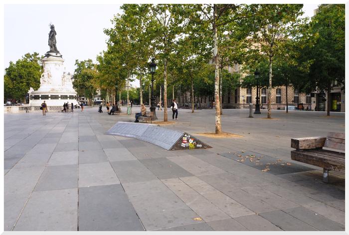 L'R de jeux, place de la république, Paris.