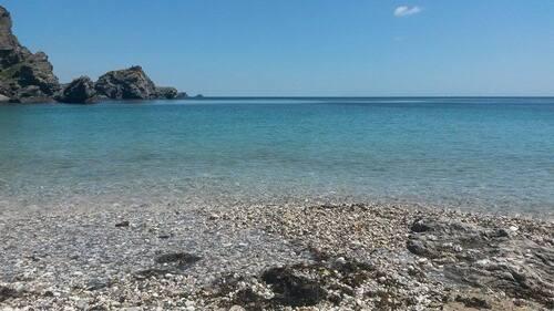 ~~ Une plage secrète, Yeyew~~