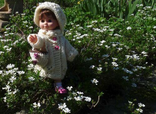 Aimantine a son petit manteau