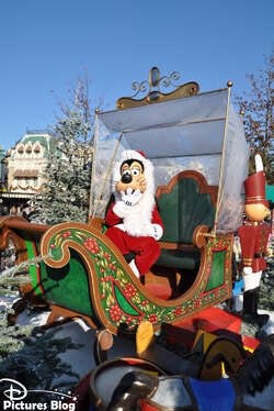 Disney's Characters celebrate christmas! / Fêtons Noël avec les personnages Disney!