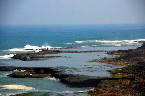 La côte et les vagues