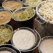 Sable, foin, paille et barbotine de terre, préparation d'un corps d'enduit terre-paille