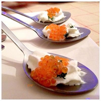 Cuillères appéritives chantilly de fenouil,oeufs de saumon et coriandre